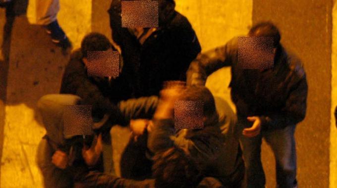 Rissa tra giovani in un locale all'Ostiense, 2 feriti e 5 arresti