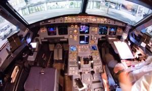 Cabina di pilotaggio e pannello comandi Foto: The Guardian