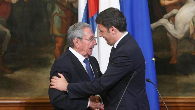 Raul Castro apre all'Italia ma le nuove politiche 'non devono lasciare nessuno per strada'