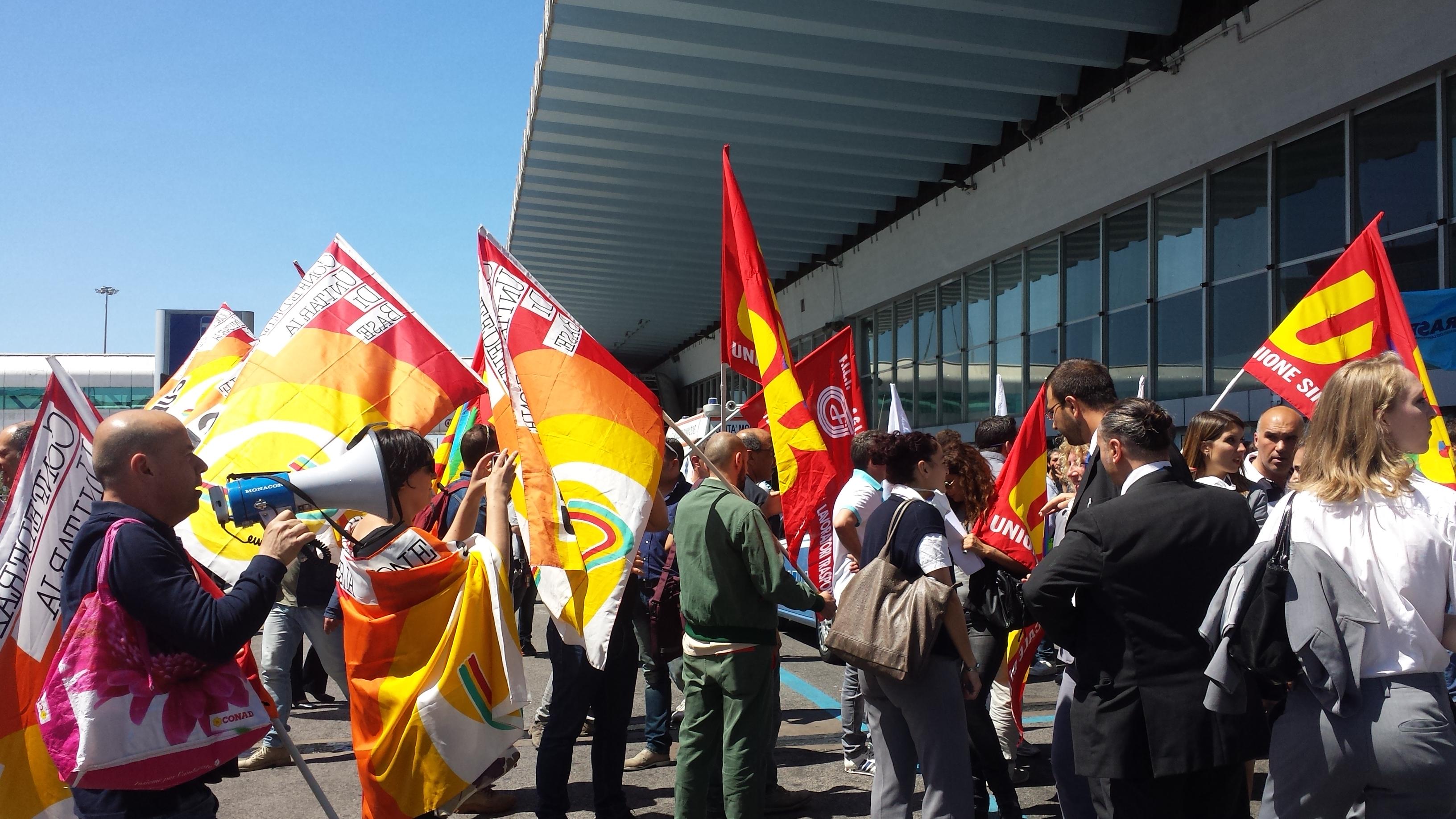 Incendio a Fiumicino: oggi alle 17 incontro in prefettura. Gli operatori aeroportuali scioperano dalle 11 di questa mattina