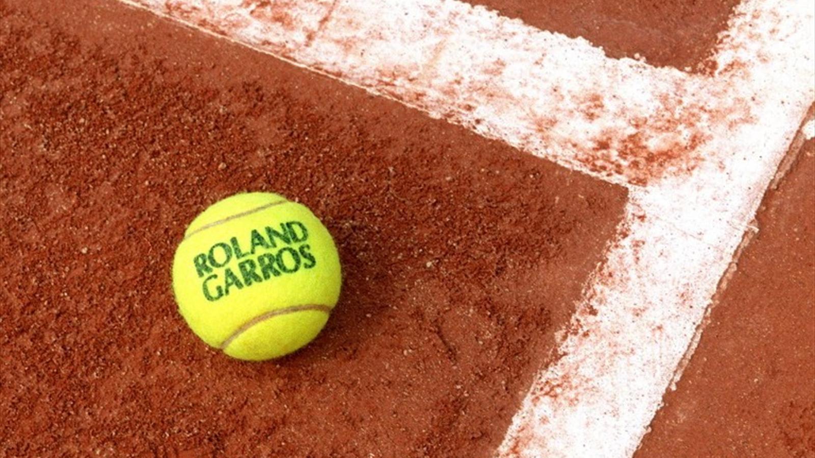 A Parigi si rialza il sipario de24 maggio è iniziato il l grande tennis: la terra rossa più celebre del mondo è pronta a dar spettacolo