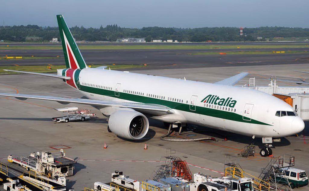 Algerini fuggono dall'aereo che doveva rimpatriarli