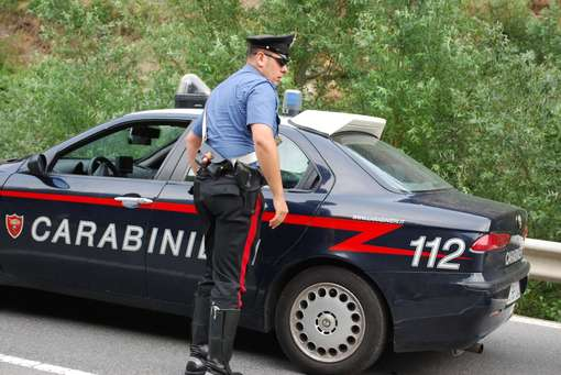 17enne ritrovato morto tra la boscaglia, sospetti su due albanesi