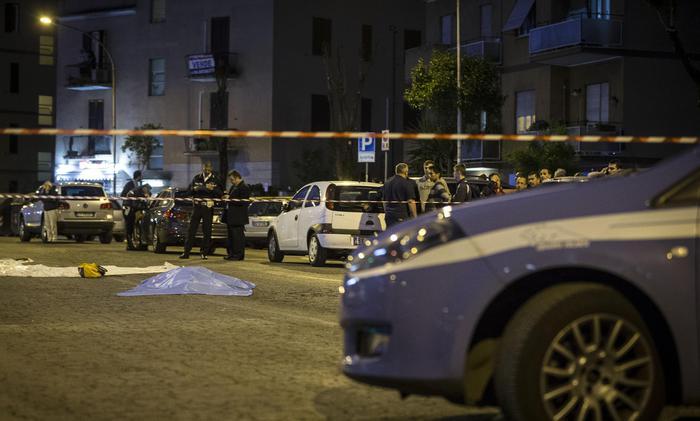 Auto pirata fugge al posto di blocco: una donna muore sul colpo, diversi feriti