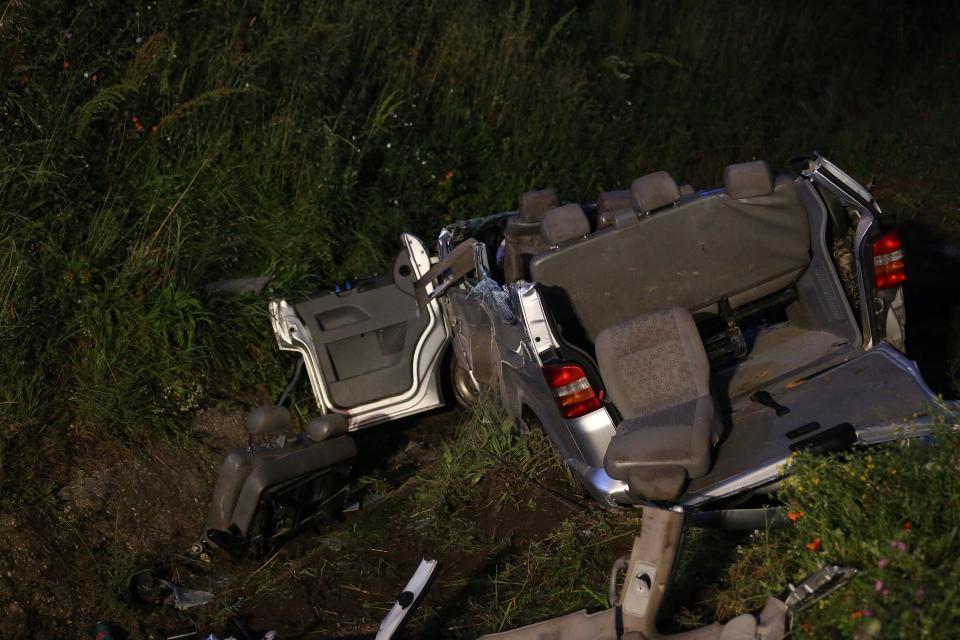 Incidente sull'A16: pulmino contro barriera, quattro morti