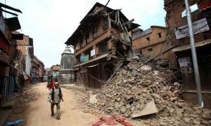 Una delle moltissime strutture andate distrutte a Katmandu Foto: BBC