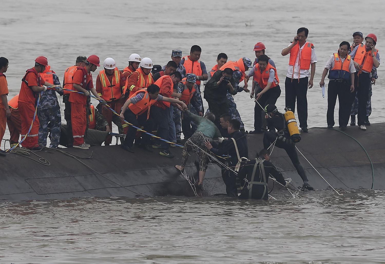 Ciclone in Cina affonda traghetto. 441 dispersi