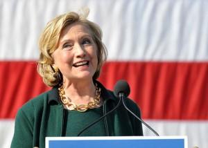 Una raggiante Hillary Clinton carica per le prossime elezioni confortata dai primi sondaggi