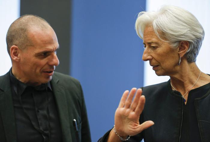 Grecia, tre miliardi ritirati agli sportelli. Tsipras troveremo una soluzione