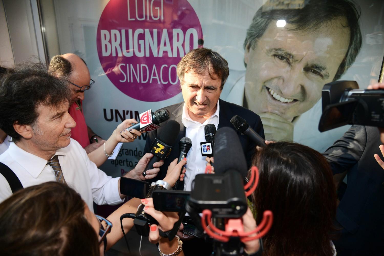 """Ballottaggi, PD perde le """"rosse"""" Venezia e Arezzo. Affluenza al 46,85%"""