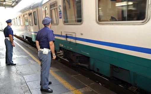 Arrestato ventenne extracomunitario per violenza sessuale su un treno regionale
