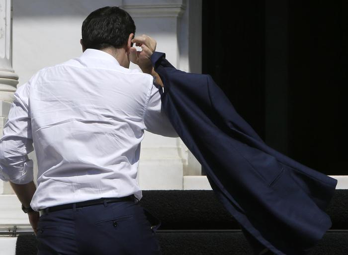 Grecia, l'intesa fa volare le borse, ma spacca Syriza