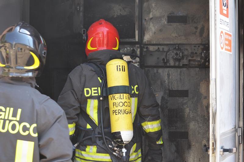 Perugia: incendio in una vetreria, feriti due operai