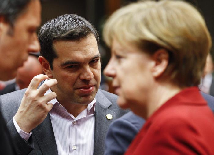 """Moody's boccia la Grecia. Merkel: """"Nessuna decisione prima del referendum"""""""