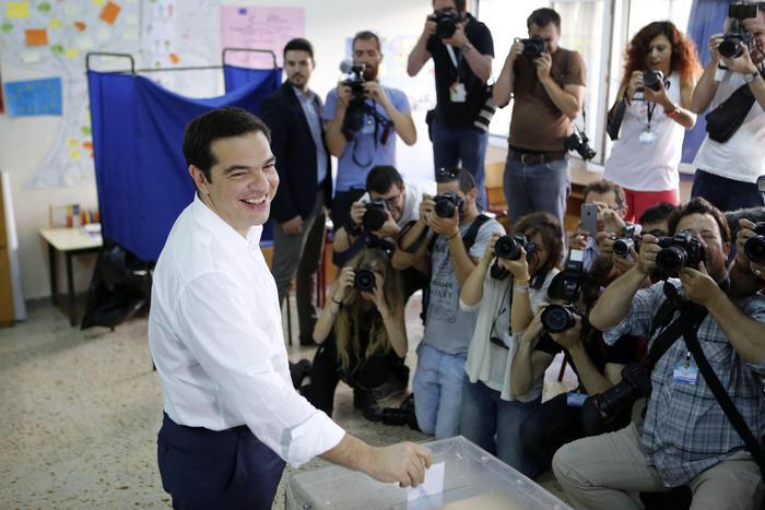 """Grecia, seggi aperti. Tspiras: """"E' giorno di festa per la democrazia"""""""