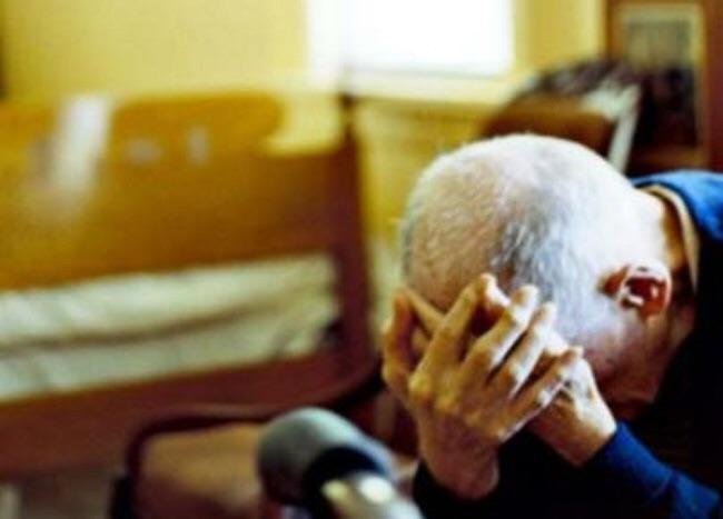 Anziani maltrattati a Prato, 17 indagati