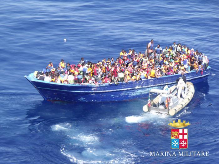 Emergenza senza tregua, messi in salvo 4400 migranti lungo il Canale di Sicilia