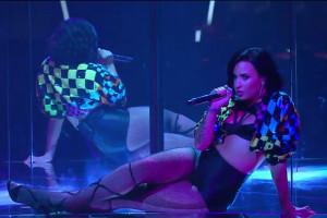 """Demi Lovato e una band tutta al femminile con """"Cool for the summer"""""""