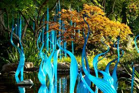 DALE  CHIHULI  scolpisce di vetro i giardini del Seattle Center