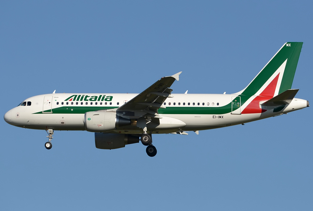 Problemi Alitalia: l'aereo torna a Parigi