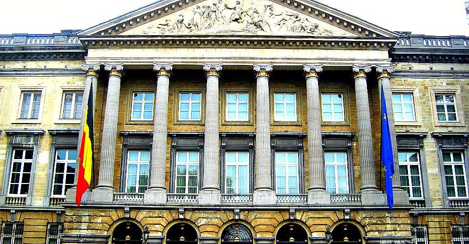 Bruxelles, allarme bomba al Parlamento federale