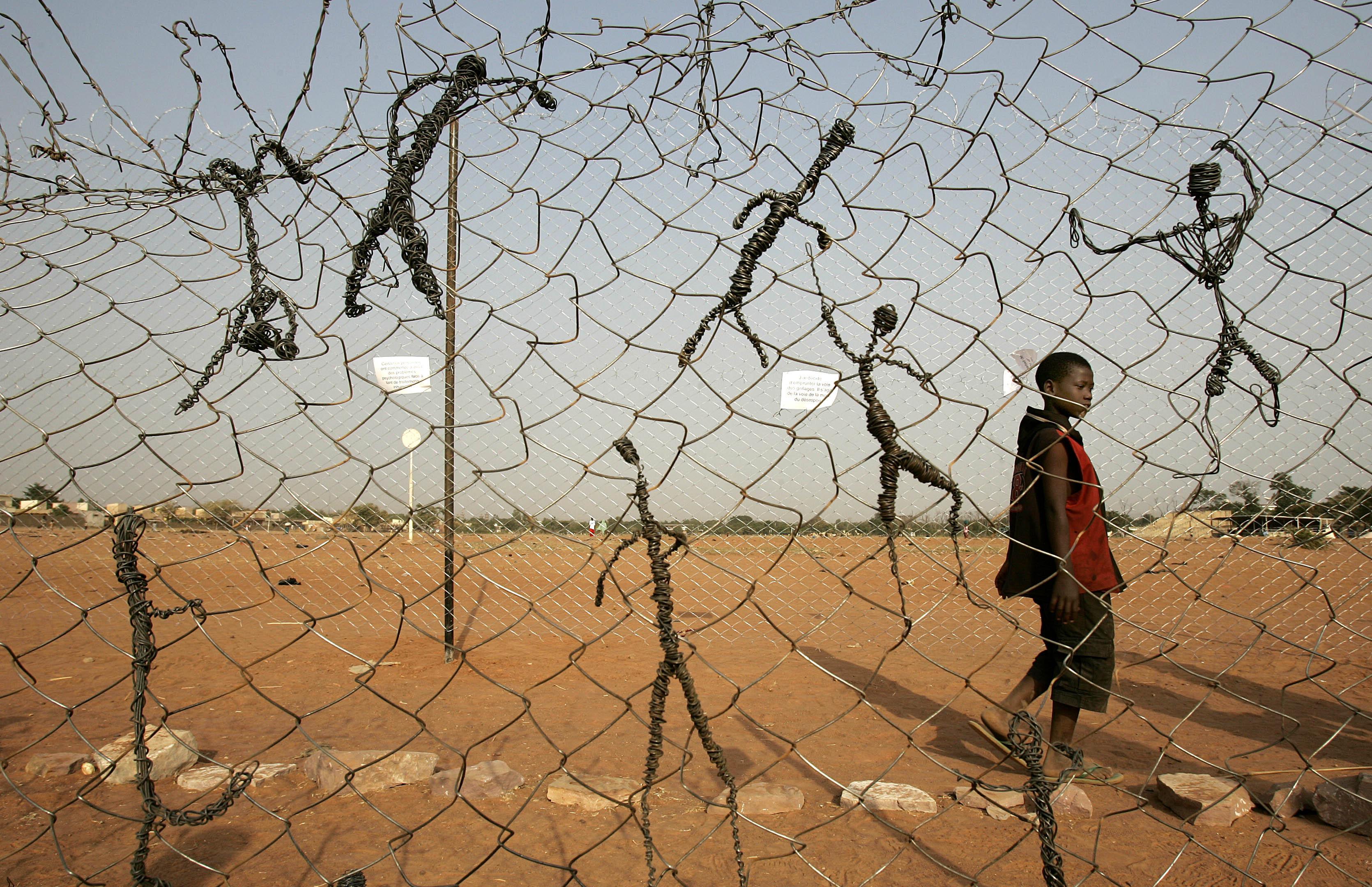 Migranti, filo spinato al confine tra Croazia e Ungheria
