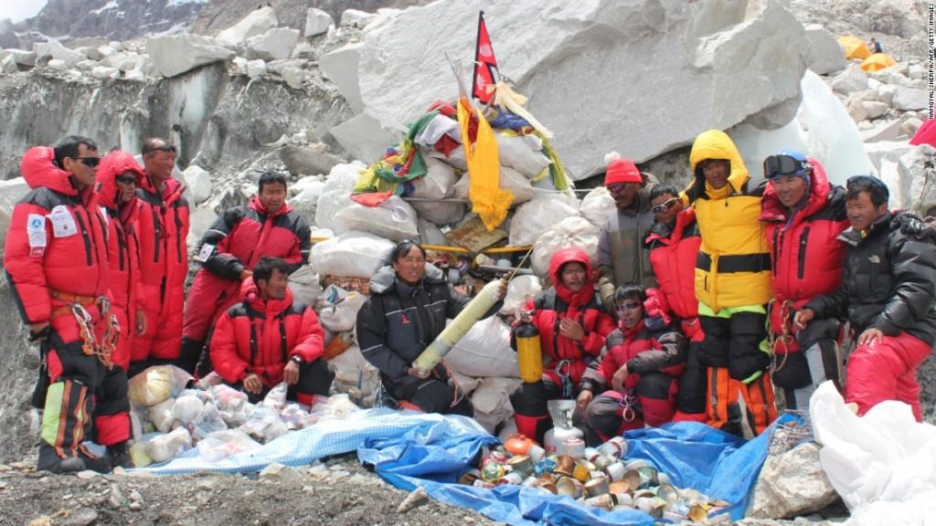 La spedizione che accompagna Kuriki nella sua avventura