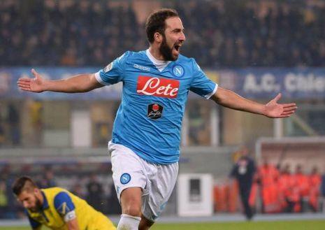 Fa tutto Higuain, il Napoli passa a Verona