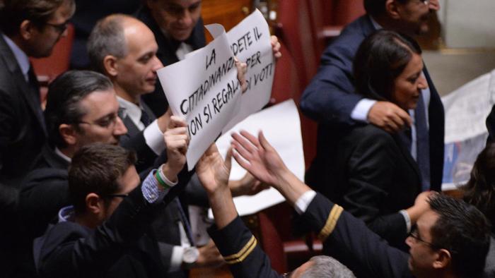 Cittadinanza italiana a chi nasce da un genitore straniero regolare