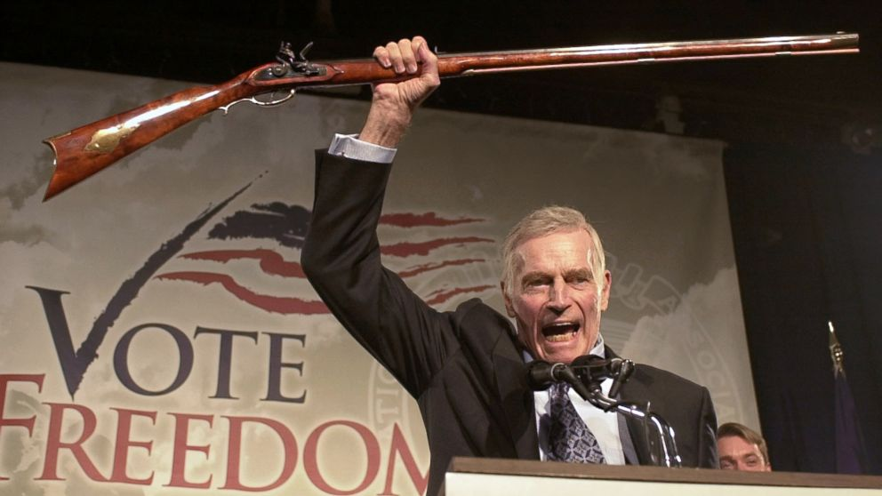 Stati Uniti: dopo l'ennesima strage perché non abolire la legge sulle armi?