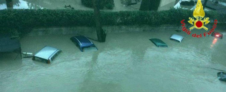 Maltempo in Campania: Benevento invasa dall'acqua. Due morti. Codice rosso anche in altre città