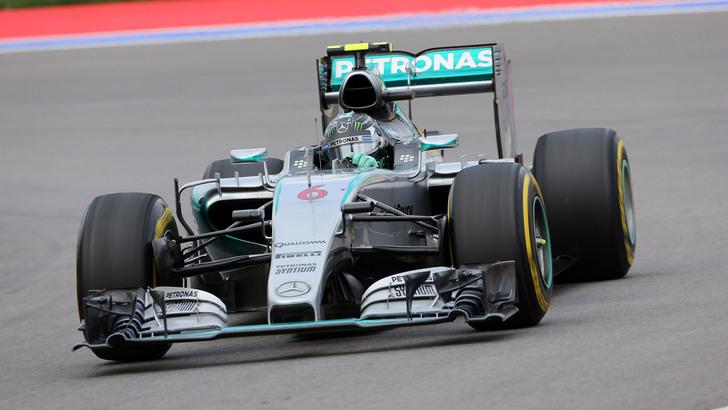Gp Russia: Hamilton vince, Rosberg ritirato