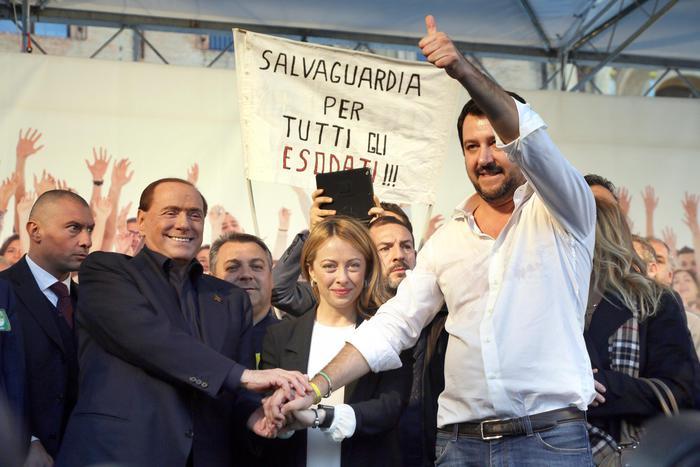 """""""Ricominciamo da qui"""", Salvini ritorna a Bologna e con lui gli attivisti NOLEGA"""