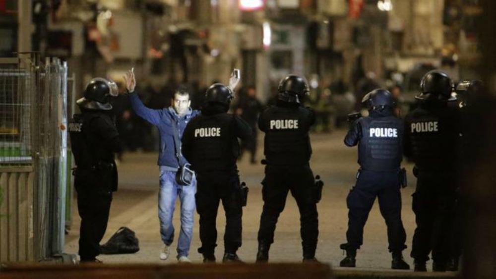 Parigi, blitz delle teste di cuoio a Saint Denis: 2 terroristi morti e 7 arresti. Si cerca Abaaoud