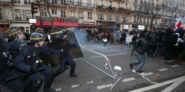 Scontri fra polizia e manifestanti. Fonte: Tg La7