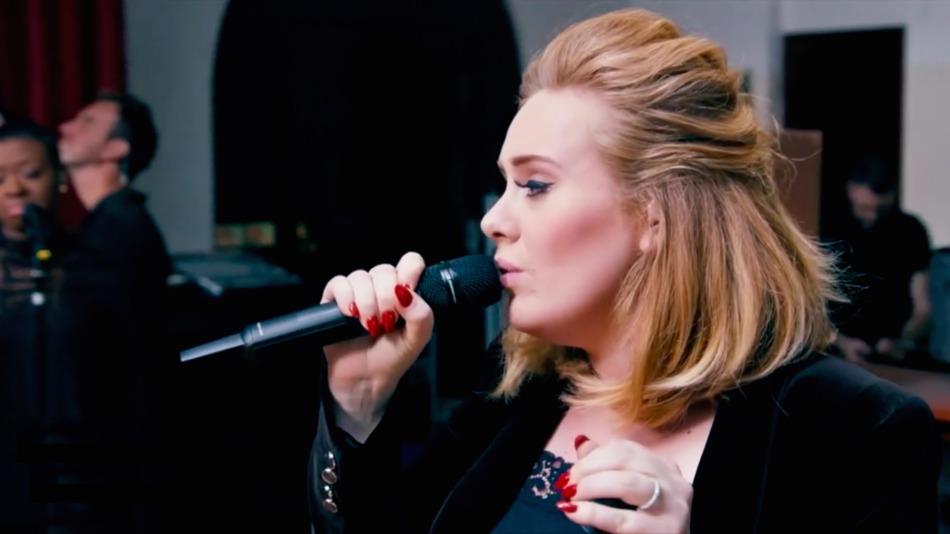 """Adele, arriva un nuovo brano: """"When We Where Young"""" in versione live"""