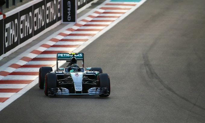 GP Abu Dhabi: ancora Rosberg davanti a Hamilton. Terzo Raikkonen, gran rimonta di Vettel