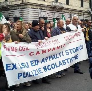 Protestano in strada i lavoratori LSU della Campania