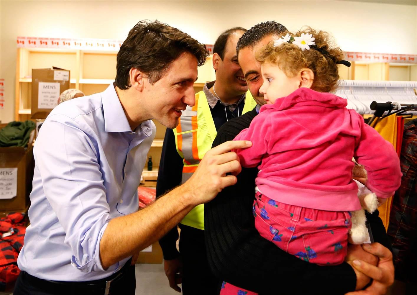 Canada docet. Il Premier Trudeau accoglie in aeroporto i rifugiati siriani