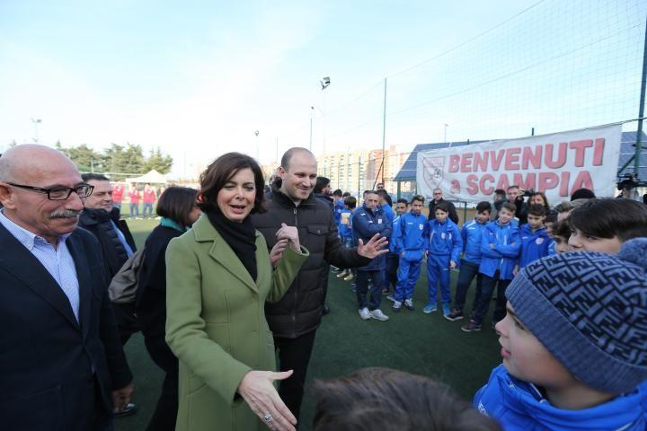 """Boldrini in visita a Scampia. """"Solo il lavoro può abbattere paura e Camorra."""""""