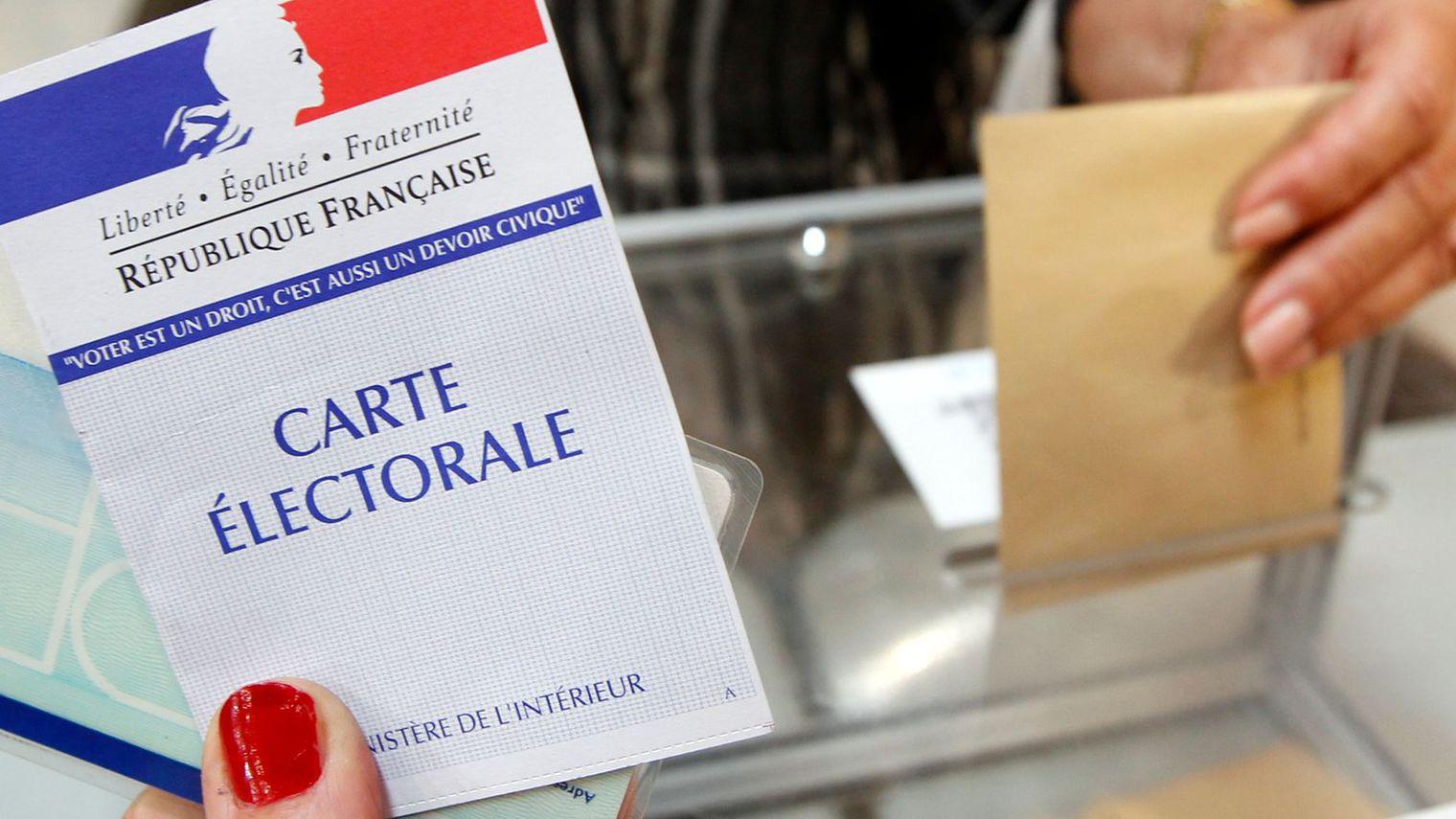 Francesi alle urne per bloccare l'avanzata di Le Pen