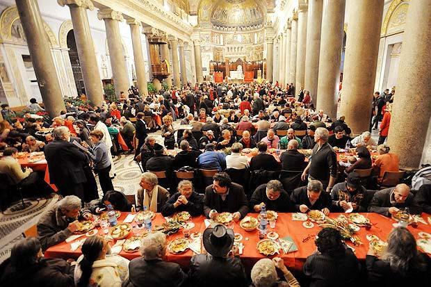 Natale dei poveri della Comunità di Sant'Egidio: gli auguri del cardinale Sepe