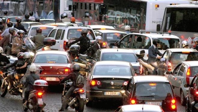 Napoli invasa dallo smog, stop alle auto per 6 giorni