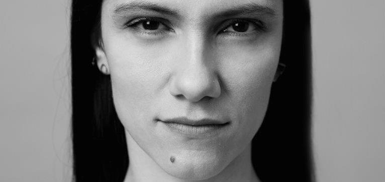 """Elisa torna a cantare in inglese: """"No Hero"""" in radio da domani"""