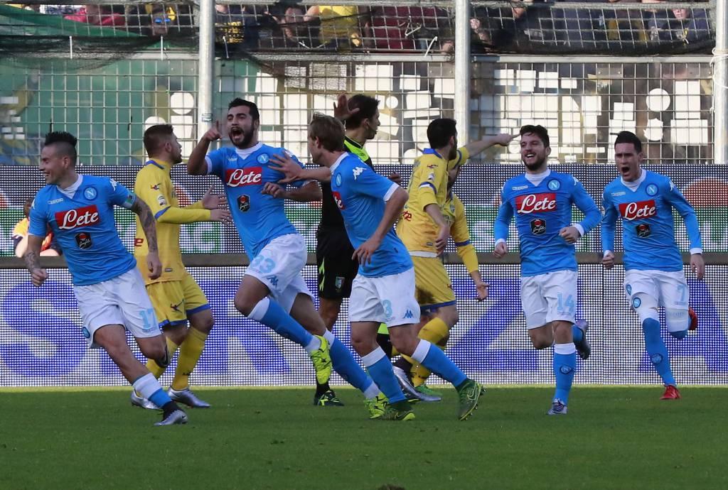 Frosinone strapazzato, Napoli campione d'inverno