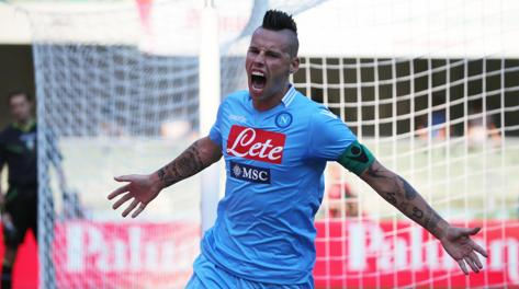 Napoli in fuga scudetto, superata la Samp 4-2