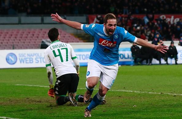 Il Napoli tiene la testa, 3-1 al Sassuolo