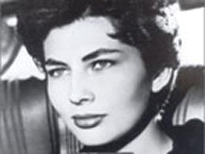 """SORAYA: la """"principessa dagli occhi tristi"""" ripudiata dall'ultimo Scià di Persia"""
