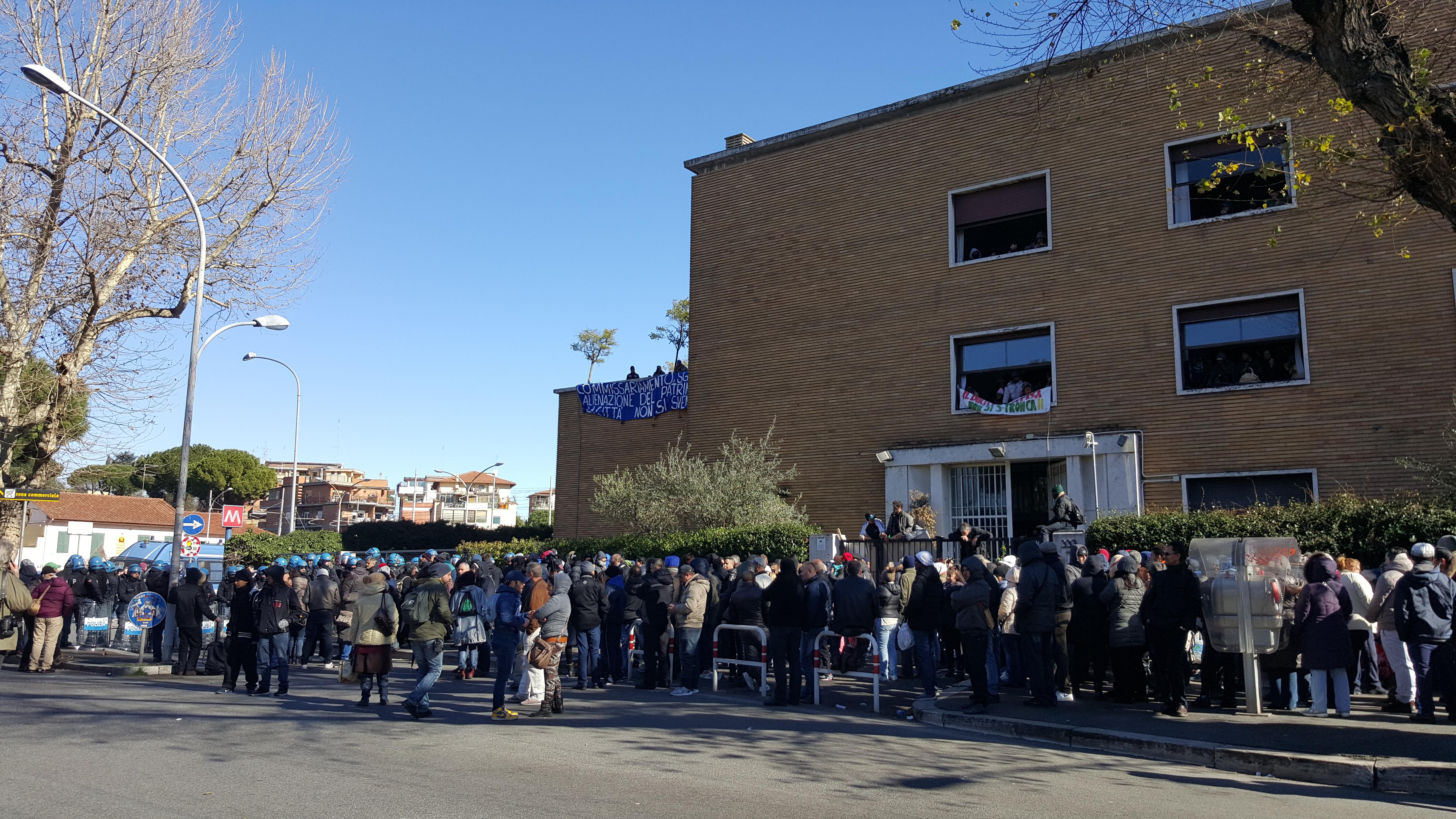 Emergenza abitativa: Action occupa stabile in via Ostiense