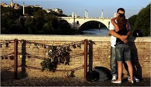 A San Valentino vietato nella Capitale baciarsi sotto  i platani del Lungotevere ?